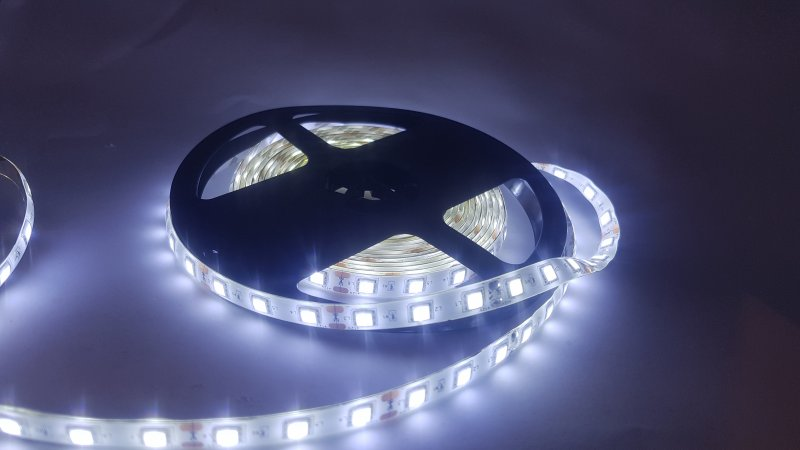 FITA LONDRILED 12V IP20 14.4W LED 6400K / 3000K